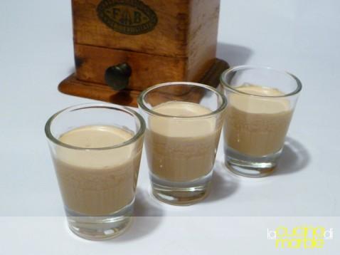caffè ghiacciato con panna